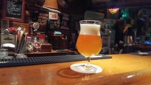 Bolo-biertje op de bar bij 't Lommertje (foto: Martine de Vente)