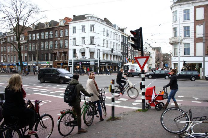 Fietspad Constantijn Huygensstraat kruising Overtoom
