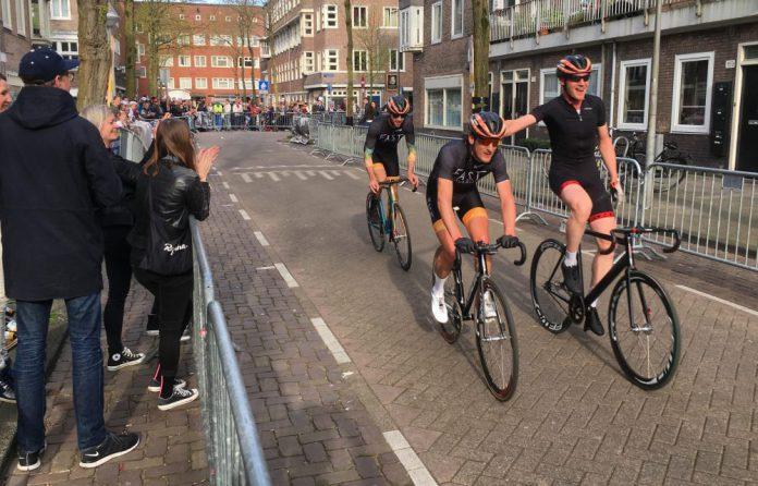 Winnaar Luc Ducrot van de Ronde van de Orteliusstraat Amsterdam-West